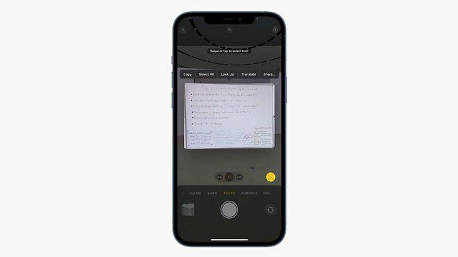 iOS 15能識別照片里的文字,允許用戶進行視覺搜索